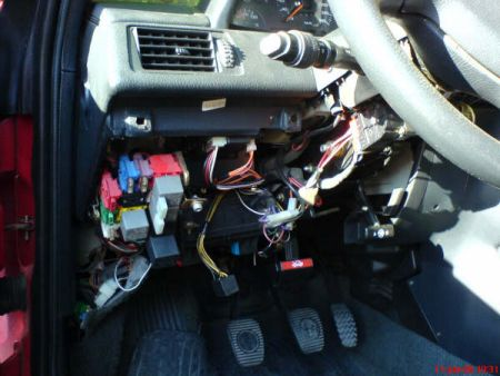 alfa romeo q and sports saloons on the net in the fusebox there will be an empty slot for a fused relay this is where relay part 60595829 needs to be fitted this in place and connected to the